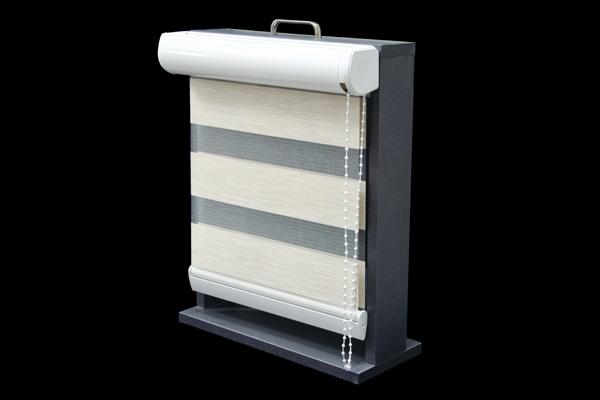Roleta w kasecie z aluminium przykręcana do ściany lub sufitu. Kaseta rolety dostępna jest w kolorze białym, szarym, kremowym i czarnym. Nie występuje w wersji z prowadnicami. Wymiary kasety 70 mm x 70 mm.